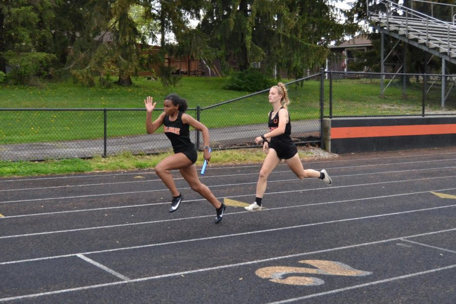 Hannah Halstead completes baton handoff to Taylor Brown in 4x200 relay.