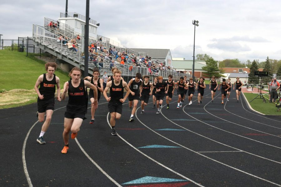 Many student athletes run closely after startline
