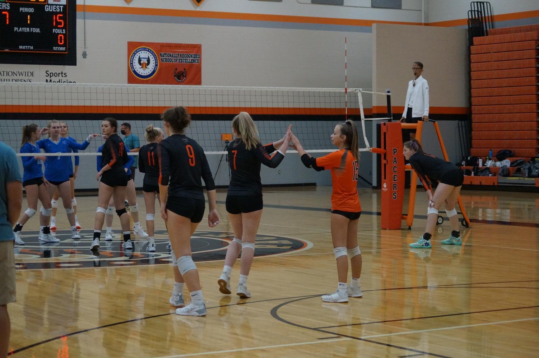 Girls+volleyball+team+plays+Olentangy+Berlin
