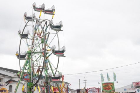 The empty Ferris Wheel while the horse races prepare to begin.